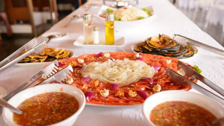 Menu de Casamento: O que você precisa saber sobre o formato de serviço em buffet.