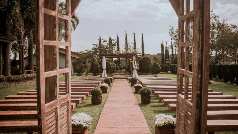 Entrada para área de Cerimônia: Charme e elegância para uma entrada triunfal